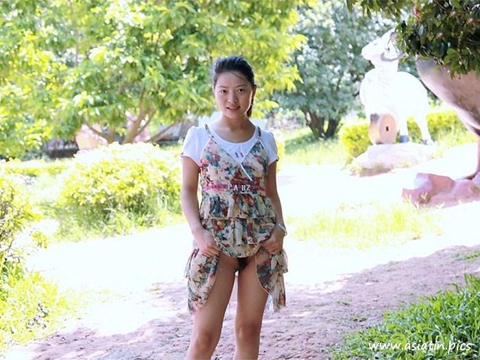 Chinesische Entblößerin - Nacktbilder von Asiatinnen