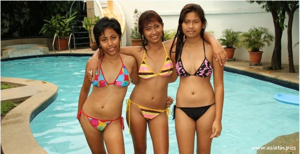 Thai Mädchen nackt im Pool - Nacktbilder von Asiatinnen