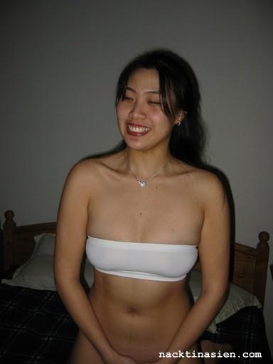Dana nackt