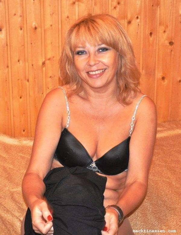 Femdom erniedrigt ihren Mann - PornDoe